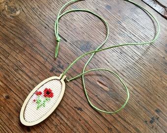 Embroidered necklace poppy