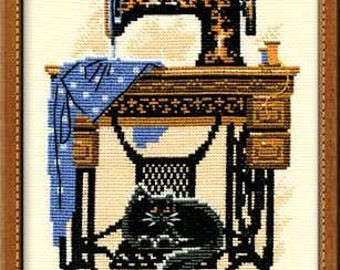 Cat with Sewing Machine - Cross Stitch Kit from RIOLIS Ref. no.:857