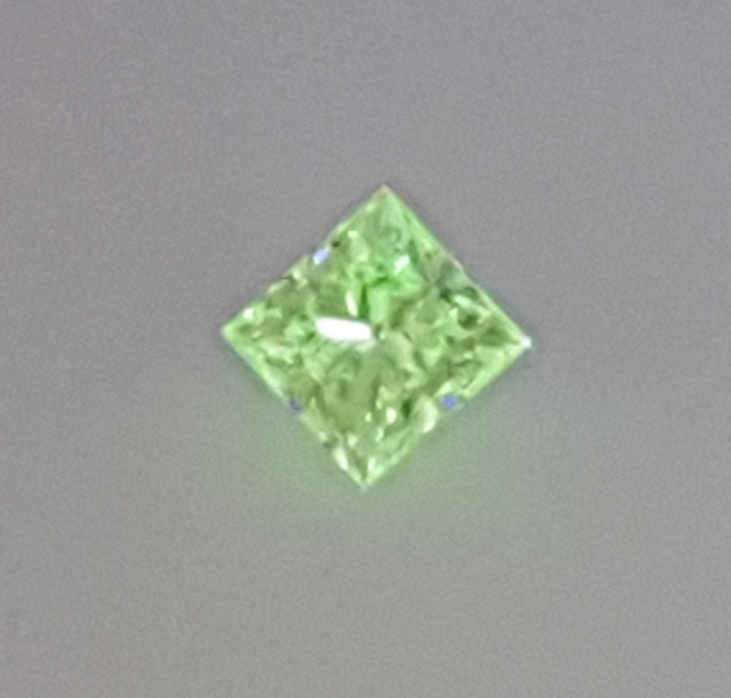 light cushion clarity diamond gia shape green yellowish fancy carat certified