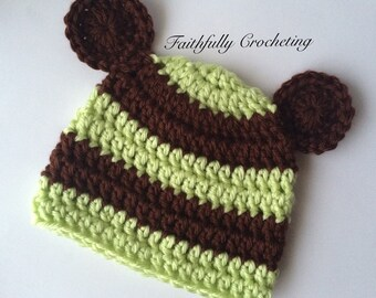 Newborn bear hat... Ready to ship.. Light green and chocolate