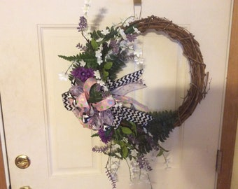 Grapevine wildflower wreath with damon bow