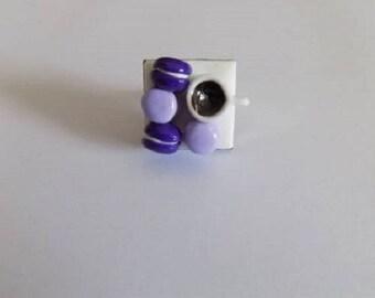 Ring greedy purple macarons