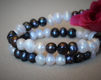 Stunning, Sophisticated Freshwater Pearl Bracelet in Black and White - Perfect Gift for Her, or Valentine's Day Gift!