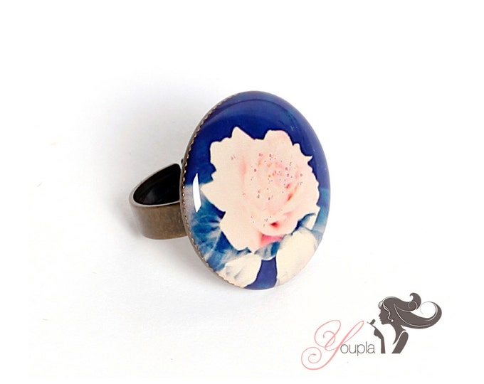 Resin (2, 5cm in diameter) ring - support brass - collection La Plume to the ear CD6 (CaroLine Dethier photography)