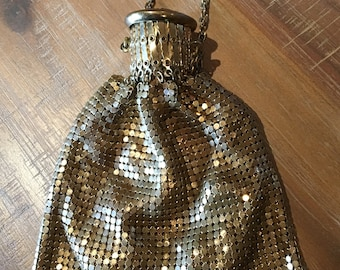 Antique Gold Tone Mesh beggars Purse With Gatetop Closure