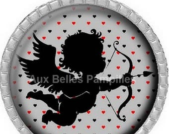 Round Cabochon 25 mm epoxy resin pendant - Cupid (1132)