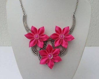 bib necklace in silver with Fuchsia satin flowers