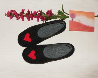 Black wool love clogs/ black felt slippers with hearts/ woolen clogs with hearts/ Valentine's day slippers/ Wool slippers/ Felted slippers