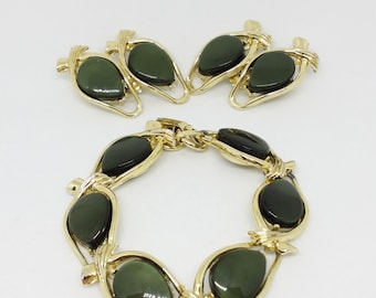 1970s Gold tone and Olive Green Thermoset Bracelet and Clip Earring Set