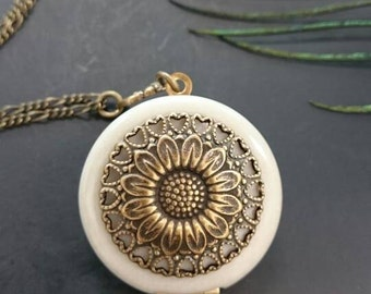 Sunflower Locket/antique style/something blue/Anniversary/Bridesmaid gift/Wedding/Birthday/Sister/Mom/Daughter/Photo Picture/friend.