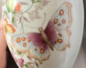 Beautiful Butterfly Porcelain Egg Shaped Box 22k Gold Trim Avon 1974