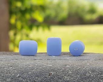 Perles baril nugget  sea glass, perles verre recyclé, Opaque sky blue, 10X8 mm, 17 pcs