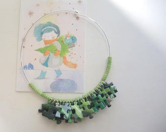 Paper choker necklace with dark green and acid green ceramic puzzles