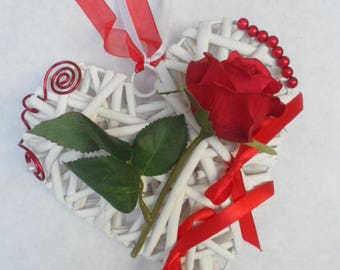 Holder on the theme of love - Red and white