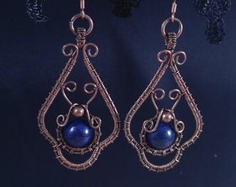 Handmade dangle earrings with lapis lazuli in oxidized antiqued copper wire. Unique wire wrapped vintage jewelry Victorian inspired.