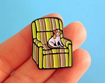 Marty's ugly chair & Eddie the dog, enamel pin - 90s - frasier pin - TV inspired - sitcom - pin badge - flair - lapel pin