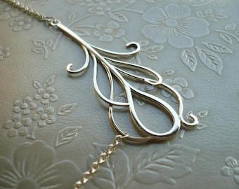 Große Pfau Feder Halskette. Eine Natur inspiriert Halskette aus Sterlingsilber von Kirsty O' Donnell