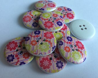 25mm wooden floral button x 15