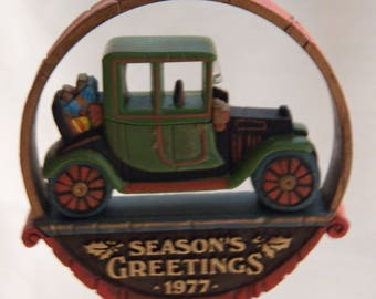 Vintage 1977 Hallmark Nostalgia Antique Car ornament - QX1802