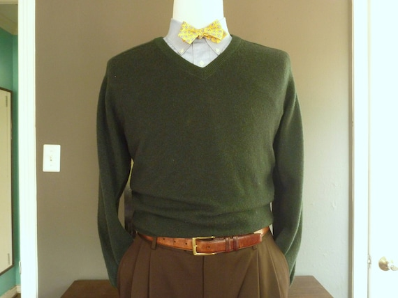 CLASSIC Vintage Brooks Brothers 100% Lambswool Bottle Green V-Neck Trad / Ivy League Sweater Size M. Made in England. lBrwRX