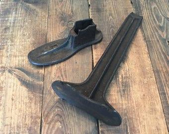 Cast Iron Child's Size Antique Cobbler Shoe Stand with Mold/Size 1 Antique Cobbler Cast Iron Child Size Shoe Stand with Foot Mold/Shoe Stand