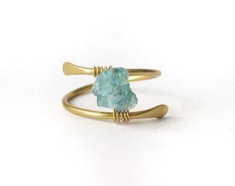 Rough Apatite Ring, Raw Stone Ring Gold, Boho Thumb Ring, Raw Crystal Ring Gold, Raw Blue Stone Ring, Wrap Ring, Raw Aquamarine Ring Gold