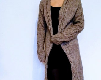 Knitted coat, long sleeves, Regina Dobler, size 36/38, taupe, straight fit, braid pattern on the back, sleeves, braid pattern detail as aperture,