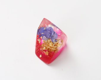Purple flower ring, pink ring chunky, metallic flakes, fuchsia ring, gold ring, flower jewellery, jewellery resin, boho jewelry, flower ring