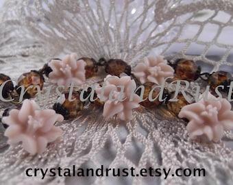 5 Matte Tiny Lilies  (Vintage Pale Pink)   ---  RES 22