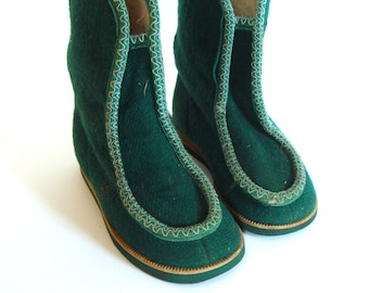 Vintage winter boots, green unisex kids boots, felted boots, soviet fashion, ussr, 80s, Russian boots, Christmas boots,  wool boots