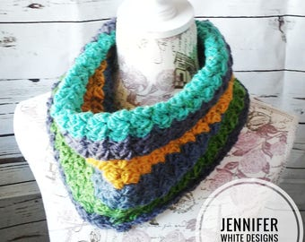 Perfect Hairdo Cowl, Chunky Textured Cowl, Neck Warmer, Blanket Stitch Button Cowl