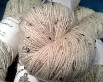 Irish Tweed Merino Superwash Yarn - Natural White w/Flecks - 100g Skein