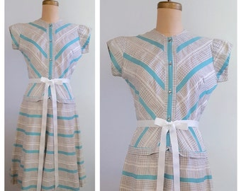 Sharing secrets | 1940s / 1950s, turquoise blue, white and black day dress | 40s novelty print dress