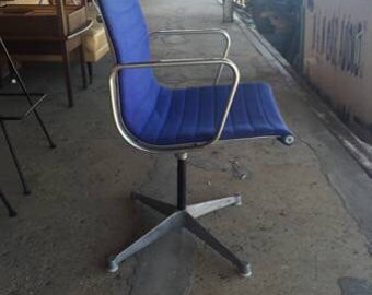 Vintage Mid Century Modern Herman Miller Early Eames Aluminum Group Chair & Herman Miller Eames Aluminum Group Soft Pad Chair Tilt