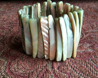 Mother-of-Pearl green-cream stretch bracelet