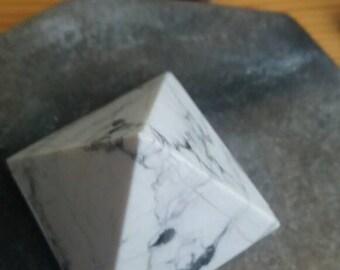 1 Howlite Pyramid
