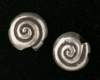 Handmade Karen Hill Tribe fine silver snail beads, 17mm. Sold individually. b18-570cs(e)