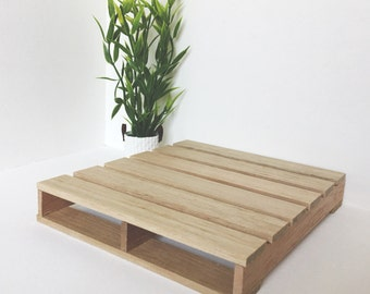 Miniature Pallet Bed