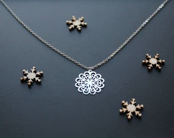 Fine necklace shaped silver filigree flower print