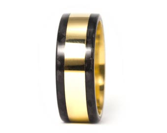 18ct gold and carbon fiber twill. Unique gold wedding band. Water resistant and very durable (04702_8N)