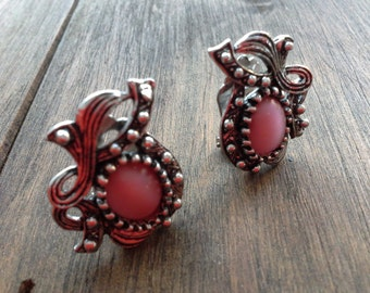 Vintage Pink Glass Rhinestone & Antiqued Silver Tone Clip on Earrings