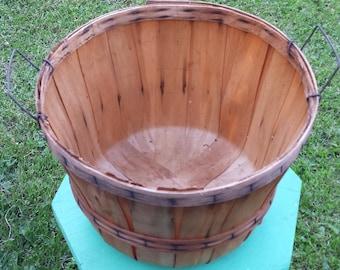 Vintage Split Wood Bushel Basket, Primitive Farmhouse Rustic Decor Basket With Wire Handles, Country Apple Collecting, Bathroom Storage