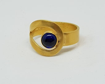 Guadalupe by Fedha - wrap-around ring set with lapis lazuli cabochon in sterling silver plated with 24ct gold, vermeil ring