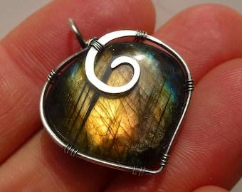 Pendant with Labradorite, 26 x 22 mm, Unique, pendant labradorite heart-wire wrapped solid sterling silver