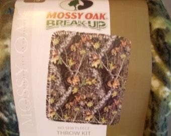 Mossy Oak  Break - Up - No Sew Fleece Blanket Kit -  Camouflage  - Finished size 48 x 60