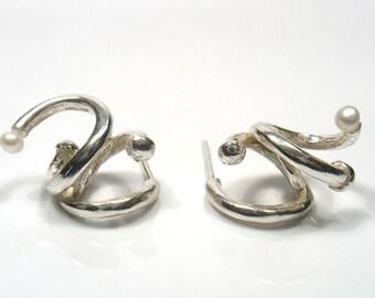 Silver stud spiral with pearl- twist me earrings