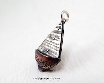argent et cuivre 2 voilier mixte breloque en métal ou un pendentif réalisé sur commande