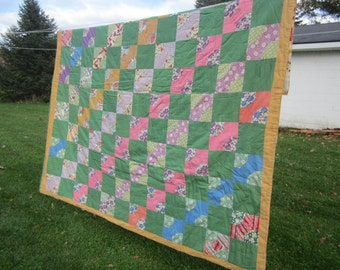 vintage ready to use quilt,green quilt,beautiful quilt,vintage bedroom,vintage bedding,colorful quilt,childs quilt, bow tie pattern quilt