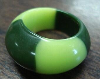 Rare Vintage Lucite Ring Sz. 7 1/2