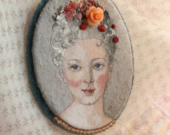 Mademoiselle De Bethusy Embroidered Brooch-Pendant